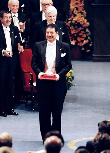 احمد زويل يتسلم جائزة نوبل2